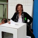 L'alcaldable Elisabeth Oliveras votant el 9N a l'IES Sant Quirze