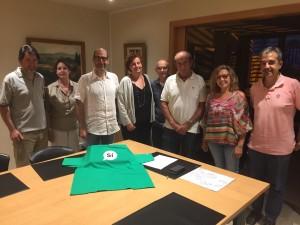 Imatge de la sessió constitutiva de la Taula, amb l'alcaldesa de SQV Elisabeth Oliveras, i representants de Junts, ERC, Pdecat, Sant Quirze per la Independència i el Grup Cultural Caterina Albert